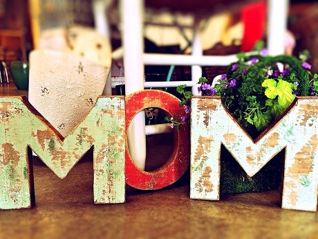 MOM-letters